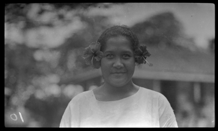 Young Cook Islands woman.