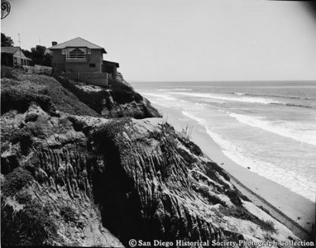 House on cliff overlooking beach and ocean, Encinitas