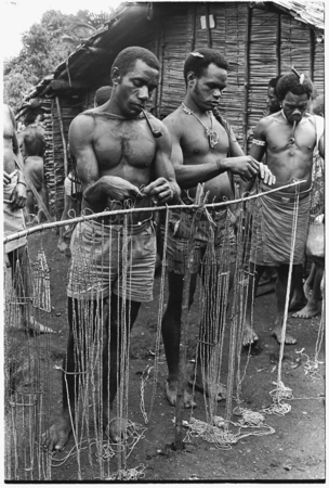 Dooka, left, and Taaboo, right, at wa'i opening marriage payment, for Biri Foowa'i to Funaa.