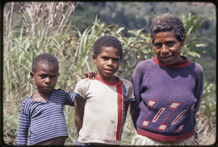 Western Highlands: woman and two children