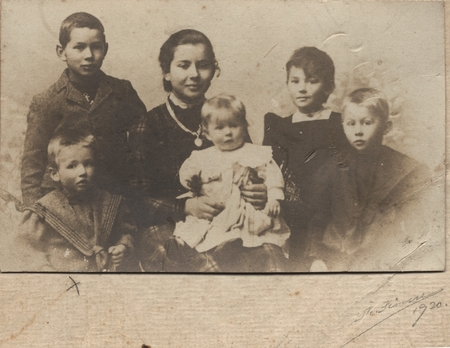 Sverdrup Family: Harald Ulrik Sverdrup, upperleft, with mother, brothers and sisters