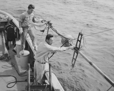 Robert Floyd Dill and Roger Revelle rigging a Kullenberg piston core sampler. Midpac Expedition, 1950