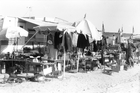 Slab City: photograph of flea maket